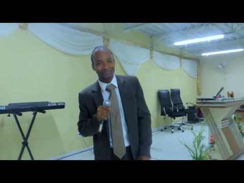 Pr. André José cantando – DEUS VAI NA FRENTE – Willian Nascimento