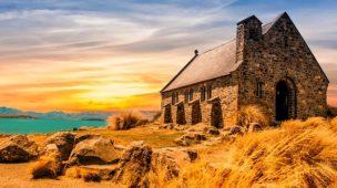 Casa na areia, casa na rocha -imagem de casa antiga em meio a paisagem