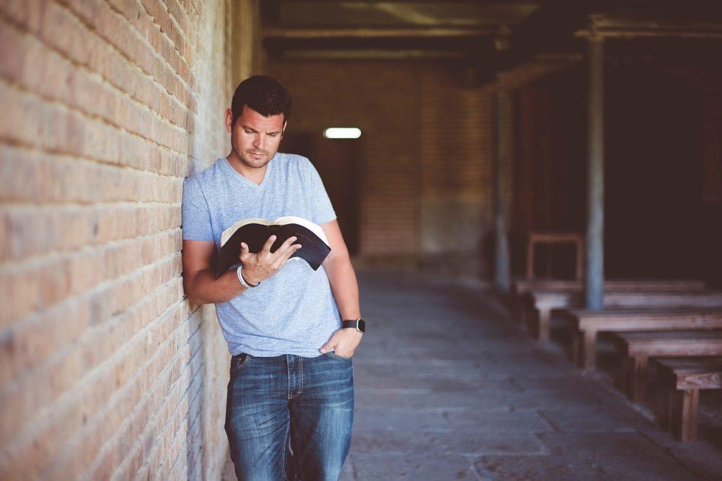Como li toda a bíblia em menos de um ano 1024x683 - O que é a igreja ? | Denominações | Desigrejados