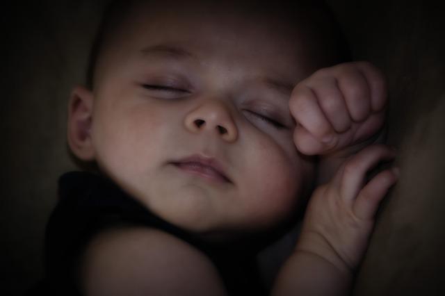 Em paz me deito e logo adormeço pois só tu Senhor me fazes viver em segurança - Em paz também me deitarei e dormirei, porque só tu, Senhor, me fazes habitar em segurança. Salmos 4:8