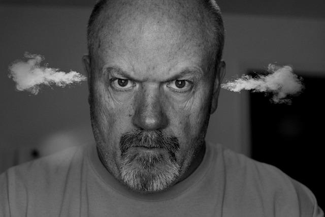 Agradeça Mais - Imagem ilustrativa de homem soltando fumaça pelos ouvidos.